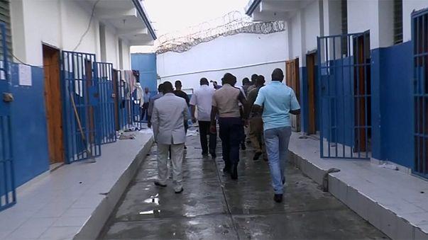Börtönlázadás közben szöktek meg rabok Haitin