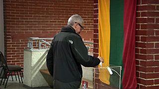 Kormányvátást hozhat a voksolás Litvániában