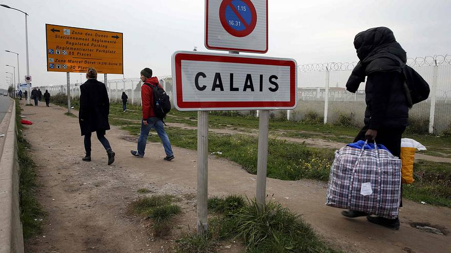 France begins evacuating migrants from Calais 'jungle' camp