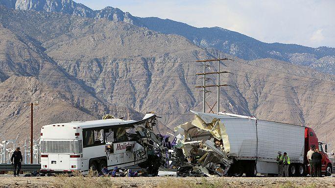 Collisione fra pullman e camion in California: 13 morti e più di 30 feriti