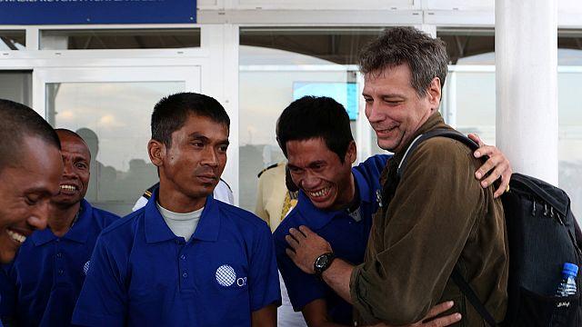 وصول 26 اسيويا إلى كينيا بعد اسرهم لخمس سنوات على يد قراصنة صوماليين