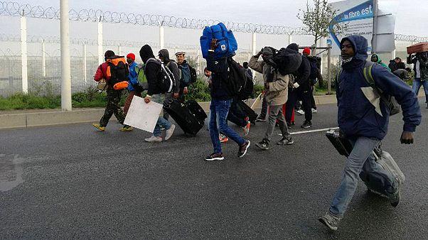 Fransa'nın Calais kentindeki sığınmacı kampı tahliye ediliyor