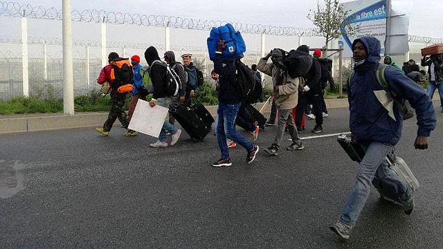 """Comienza la evacuación de la """"jungla"""" de Calais"""