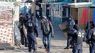 France/Calais : départ du premier car de migrants pour la Bourgogne