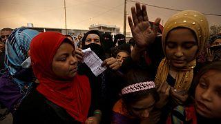Des familles irakiennes atteignent le checkpoint de l'armée