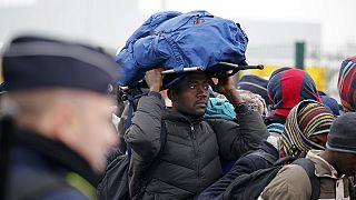 """Räumung des """"Dschungels"""" bei Calais beginnt, Lage ruhig und geordnet"""