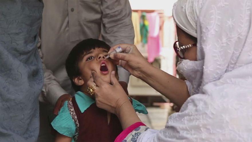 Пакистан: борьба с полиомиелитом в условиях повышенного риска