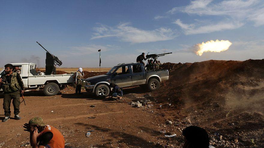 Síria: raides aéreos terão matado 16 civis em Idlib