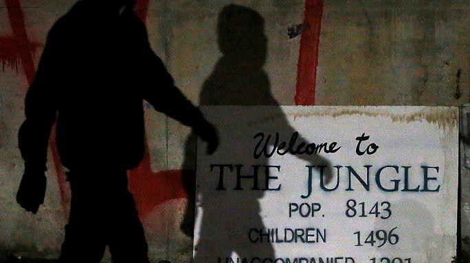 فرنسا تقول إن اخلت نحو ثلث المهاجرين من مخيم كاليه