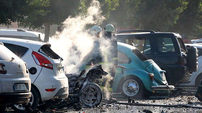 Autó robbant fel a török üdülővárosban