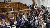 Ellenzéki képviselőkre támadtak a venezuelai elnök támogatói