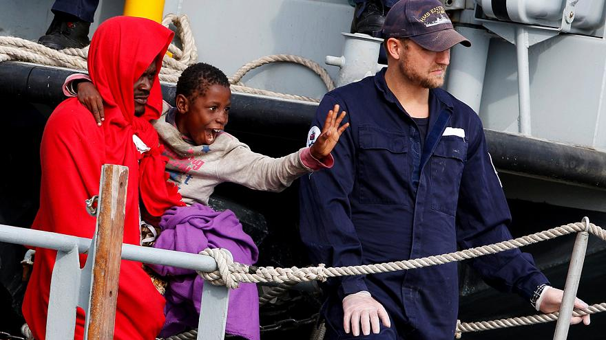 Plus d'un millier de migrants arrivent en Italie