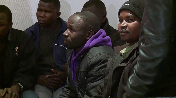 Menedékkérők tucatjait fogadják be a francia települések