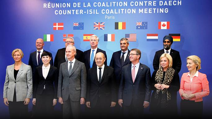 """Parigi, riunione della coalizione: """"L'Isil vacilla, aumentare gli sforzi"""""""