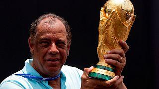 Familiares y amigos rinden tributo a la leyenda del fútbol brasileño Carlos Alberto