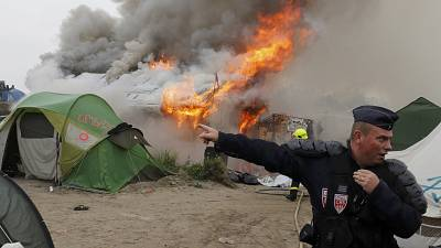 Fires rage in Calais migrant camp as clearance continues