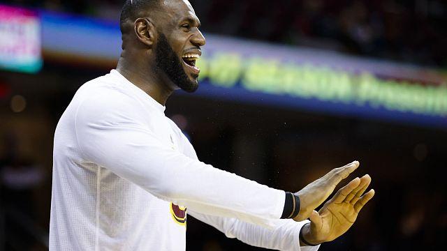 LeBron James y sus Cavaliers empiezan la temporada de la NBA reinando sobre los Knicks