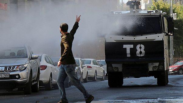 """تركيا: مظاهرات في """"دياربكر"""" احتجاجا على توقيف مسؤولين محليين"""