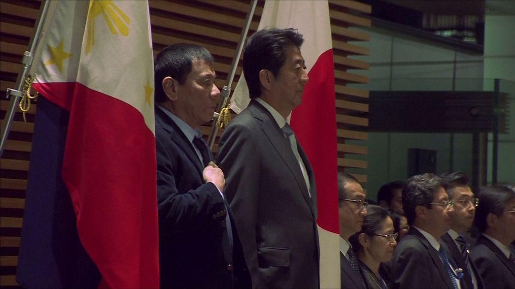 Le président philippin tente d'arrondir les angles au Japon