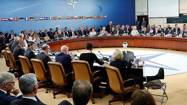 NATO und EU Thema des Verteidigungsrates, Moscovici gegen die Multis und: wer bekommt den Sacharow-Preis?