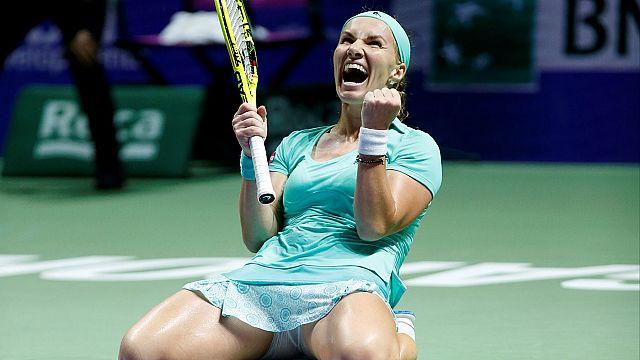 Kuznetsova reaches semis at WTA Finals in Singapore