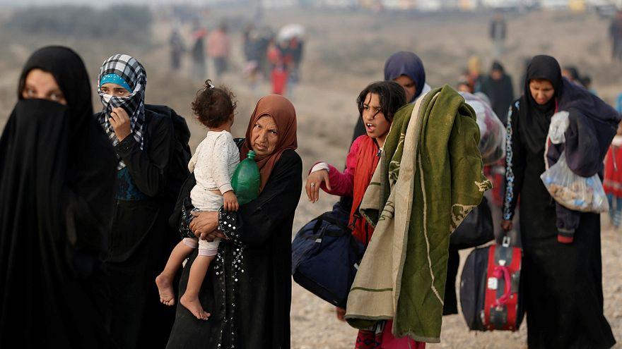 Iraque: Centenas de civis escapam aos combates em Qayyara
