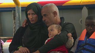 إنقاذ اكثر من 300 مهاجر في البحر الابيض المتوسط