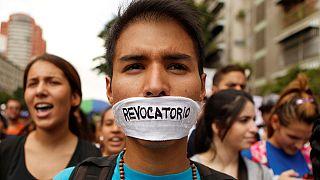 Venezuela: policeman killed as anti-government unrest spreads