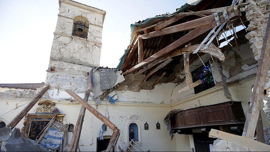 La tierra sigue temblando en Italia dos meses después del terrible terremoto que dejó cerca de 300 muertos