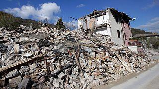 ايطاليا: زلزالان قويان يخلفان خسائر مادية جسيمة