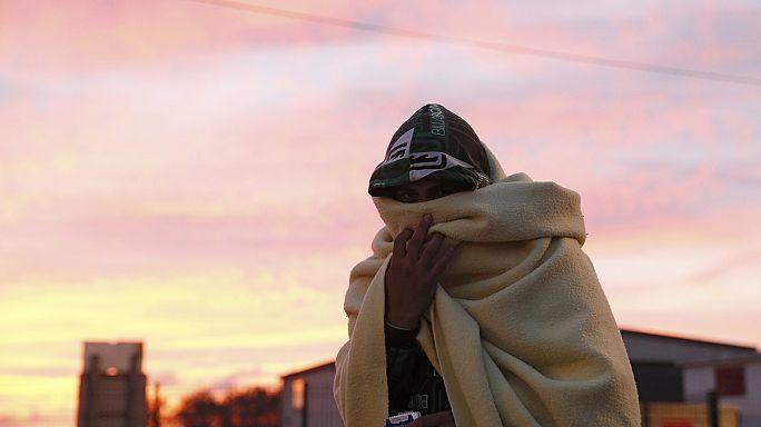 Кале: в мигрантском лагере остались подростки