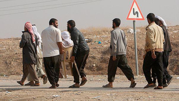Bataille de Mossoul : des Irakiens fuient Bashiqa par milliers