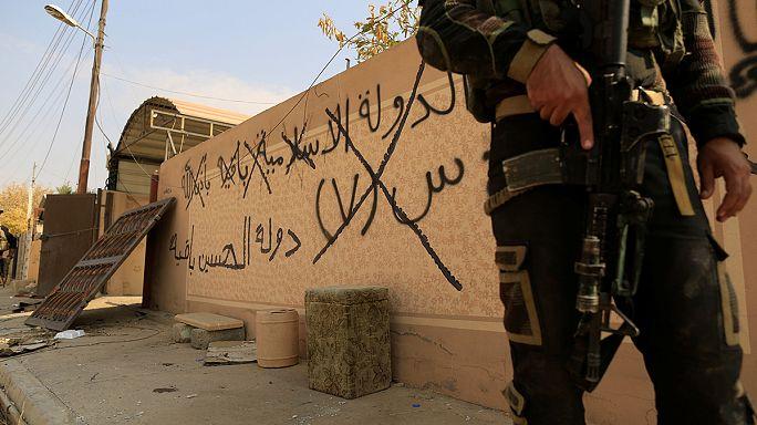Bombákat hagynak maguk mögött a visszavonuló iszlamisták