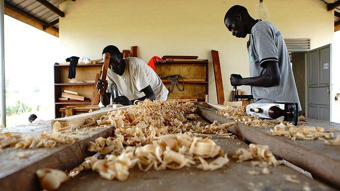 Uganda: Terra, educação e trabalho para os refugiados