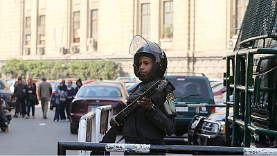 Egypte : un passant tué par une bombe visant des policiers au Caire