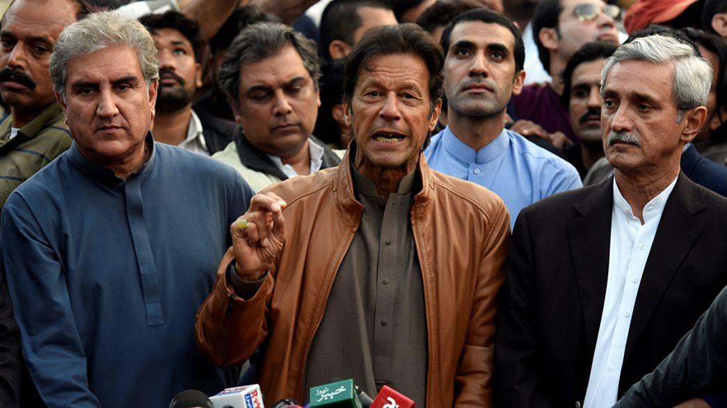 """Paquistão: Imran Kahn diz que governo não poderá parar """"maré humana"""" de protesto"""