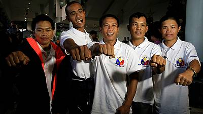 دریانوردان فیلیپینی پس از ۵ سال اسارت به کشورشان بازگشتند