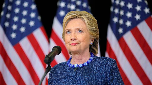"""EUA: Clinton quer conhecer """"todos os factos"""" da investigação no caso dos emails"""