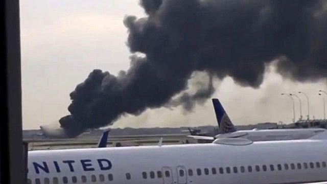"""[فيديو] اشتعال طائرة ركاب في شيكاغو يحدث إصابات """"طفيفة"""""""