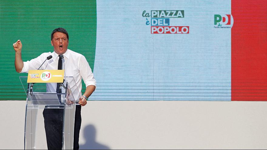 """Renzi a Roma tira la volata al """"Sì"""" e ne approfitta per criticare un'Europa senza cuore"""