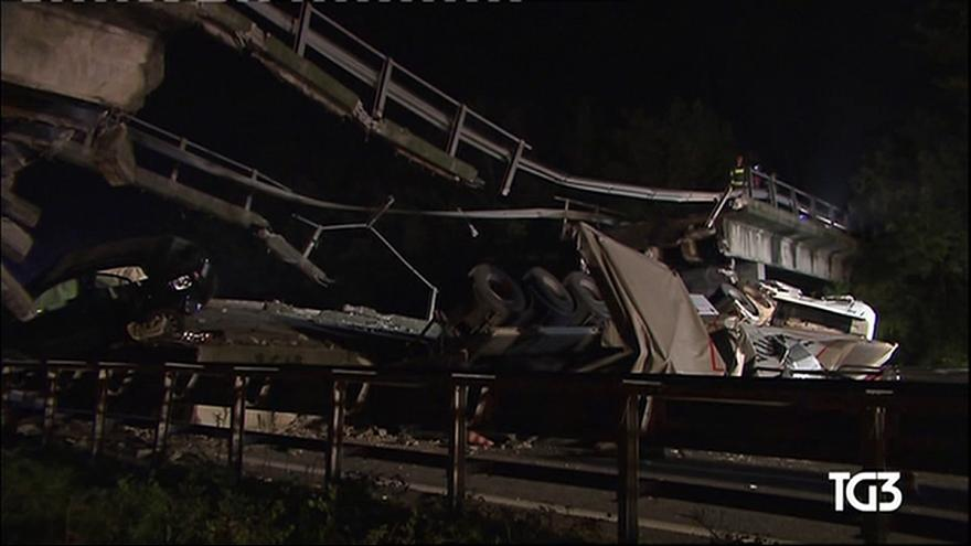 Bridge collapses on busy road in Italy
