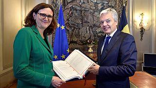 Juncker, Tusk y Trudeau firman este domingo en Bruselas el CETA entre la UE y Canadá