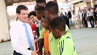 Esclavage: Manuel Valls parle de ''mémoire apaisée'' et évite l'idée de réparations