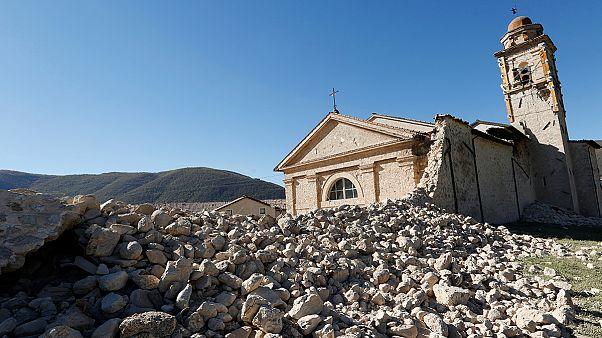 Ιταλία: Μετρούν τις πληγές από τον καταστροφικό σεισμό