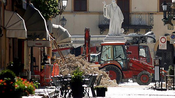 Mehrere tausend Menschen verlassen Erdbebengebiet