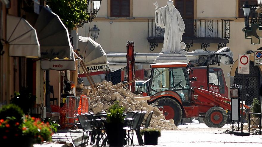 إدارة الحماية المدنية في ايطاليا تواصل إغاثة منكوبي الزلزال