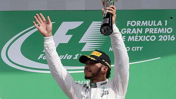 Lewis Hamilton triunfa no GP do México