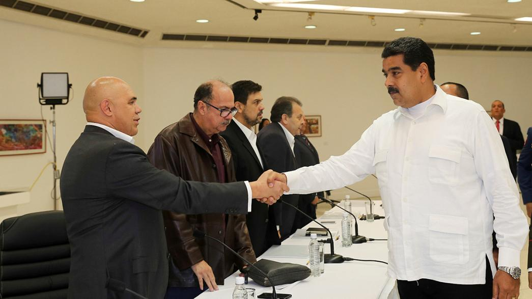 Venezuelan president meets with opposition leaders amid political crisis
