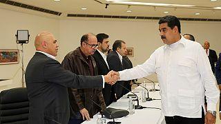 Moderado optimismo tras la primera reunión entre el Gobierno venezolano y la oposición
