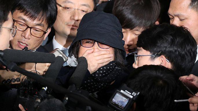 Güney Kore liderine gizli belge protestosu